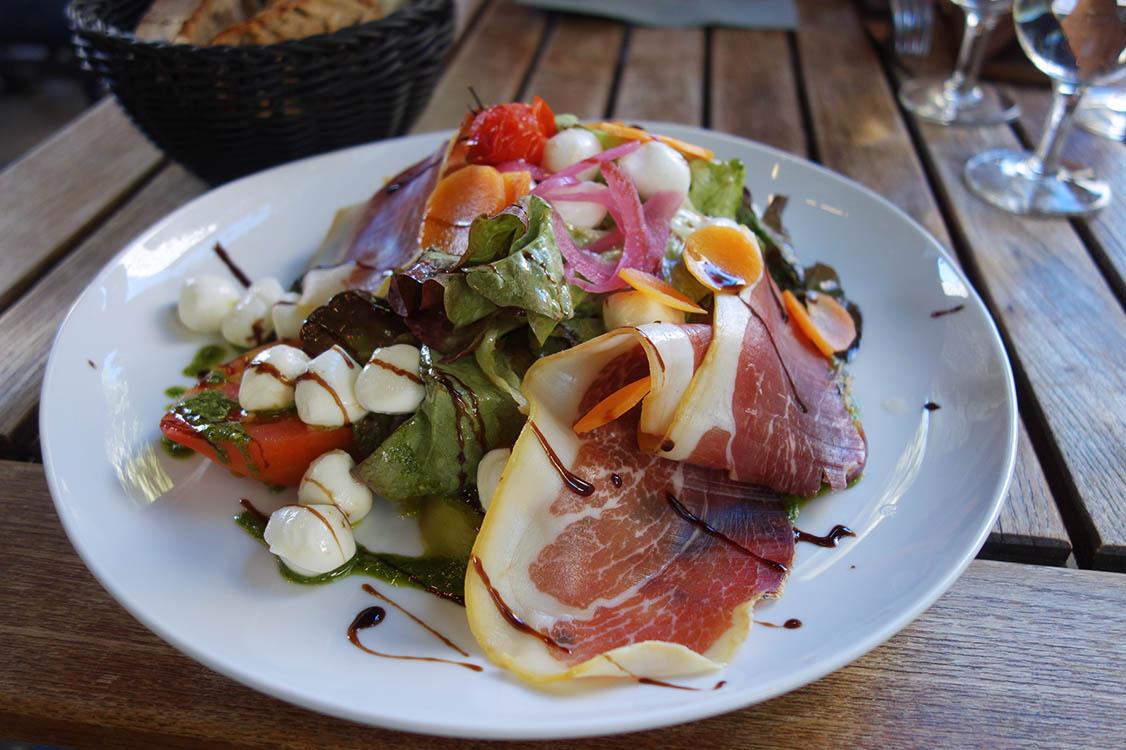 Exemple d'entrée du jour jambon cru salade fraîcheur